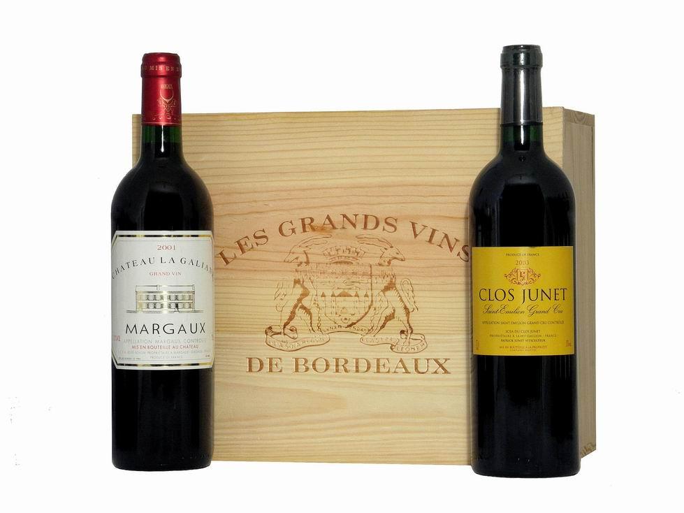 Caisse bois deux bouteilles de vins de Bordeaux